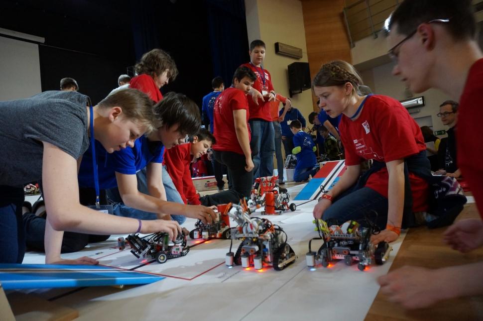 Ученики зюзинской школы №1279 выиграли в конкурсе «Мой робот»