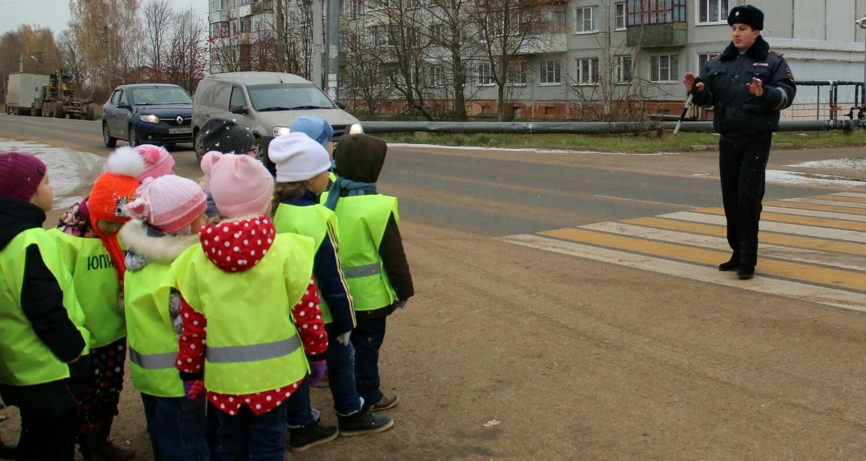 Сотрудники ГИБДД провели профилактическую беседу по правилам дорожного движения