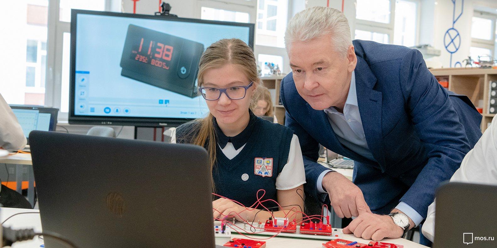 Сергей Собянин поручил создать порядка 30 ИТ-классов в школах
