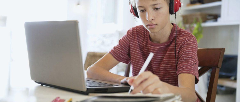 Ведущие онлайн-школы открыли бесплатный доступ школам и вузам РФ на фоне коронавируса